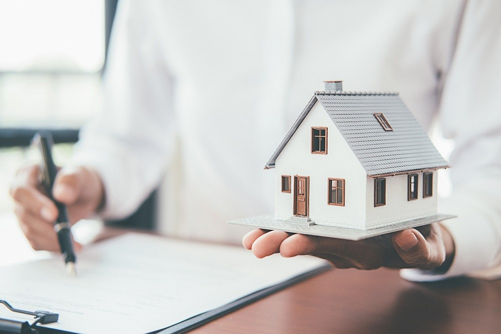 What is the Difference Between Mortgage Insurance and Homeowners Insurance - ConsumerCoverage